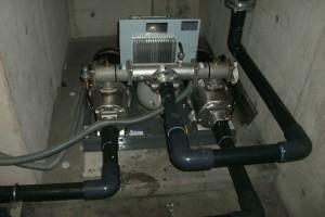 新規ポンプを各配管に接続します。