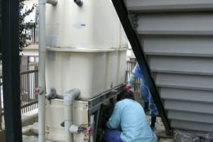 受水槽と既設ポンプのユニットを撤去します