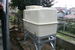受水槽の設置が完了しました。