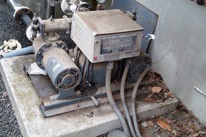 古い給水ポンプユニット