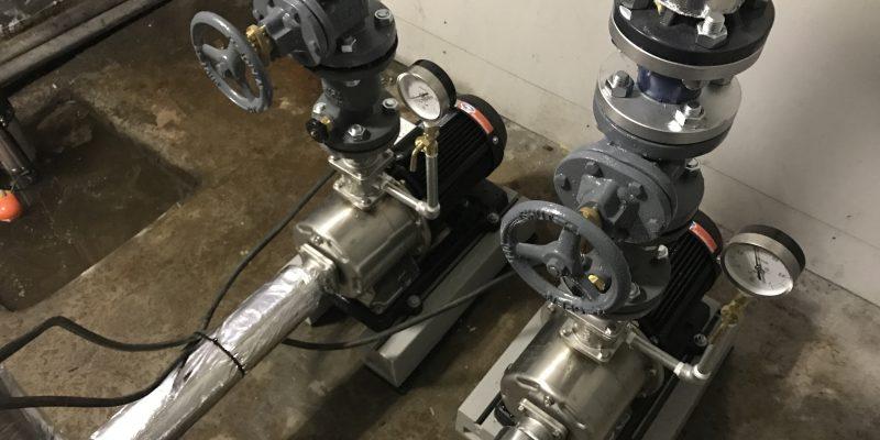保温材を巻き付けた配管
