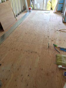 床暖房敷設前の床下地